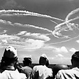Fighter_plane_contrails_in_the_sky